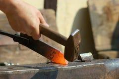 A A ferro quente, malha-se de repente Foto de Stock