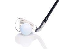Ferro sette e sfera di golf immagini stock