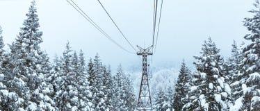 Ferrocarril aéreo en invierno en la montaña de Zao Imagenes de archivo