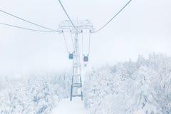 Ferrocarril aéreo en invierno en la montaña de Zao Imagen de archivo libre de regalías