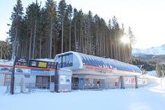 Ferrocarril aéreo moderno en Tatras bajo, Eslovaquia Imagenes de archivo