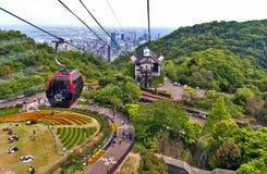 Ferrocarril aéreo a Nunobiki Herb Garden en el soporte Rokko en Kobe, Japón Fotos de archivo