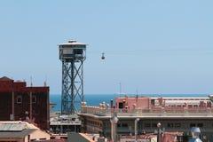 Ferrocarril aéreo sobre ciudad Barcelona, España Foto de archivo libre de regalías