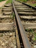 Ferrocarril aherrumbrado viejo imagenes de archivo