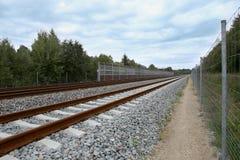 Ferrocarril con el ruido que humedece la pared Fotografía de archivo