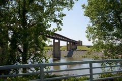 Ferrocarril de arriba a la isla del fango en Memphis Tennessee fotos de archivo libres de regalías