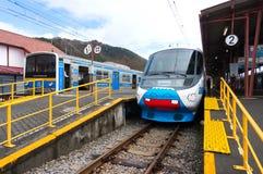 Ferrocarril de Fujikyu del tren expreso de Fujisan, estación de Kawaguchiko, Japa Foto de archivo