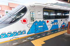 Ferrocarril de Fujikyu del tren expreso de Fujisan, estación de Kawaguchiko, Japa imagenes de archivo
