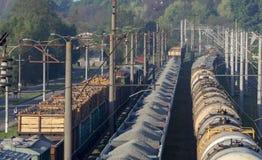 Ferrocarril de la materia del transporte Vista superior de los carros de una carga Foto de archivo