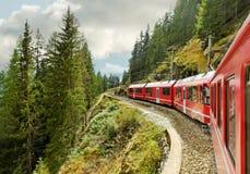 Ferrocarril de la montaña. Imagen de archivo libre de regalías