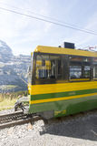 Ferrocarril de Wengernalp en la manera a Kleine Scheidegg Imagen de archivo libre de regalías