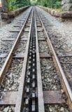 Ferrocarril del indicador estrecho de la montaña Galés Acercamientos de la locomotora de vapor Foto de archivo