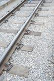 Ferrocarril del primer con los durmientes concretos Foto de archivo libre de regalías
