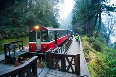 Ferrocarril del tren del bosque de Alishan Imagen de archivo libre de regalías