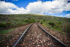 Ferrocarril en el paisaje de la naturaleza foto de archivo