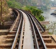 Ferrocarril en el río de Kwai en Tailandia Fotos de archivo libres de regalías