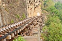 Ferrocarril en el río de Kwai en Tailandia Foto de archivo libre de regalías