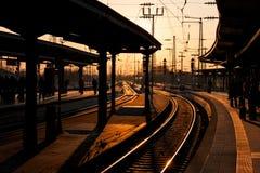 Ferrocarril en la puesta del sol Fotos de archivo libres de regalías