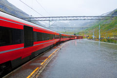 Ferrocarril en Noruega Imagen de archivo libre de regalías