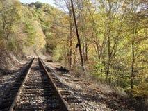 Ferrocarril en otoño fotos de archivo