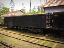 Ferrocarril en Sri Lanka con un tren viejo Fotografía de archivo