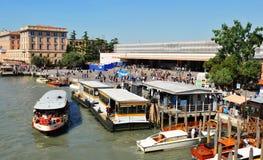 Ferrocarril en Venecia, Italia Imágenes de archivo libres de regalías