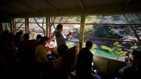 Ferrocarril escénico de Sagano en Kyoto, Osaka, Japón almacen de video