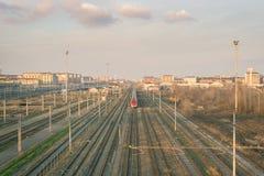 Ferrocarril a la estación de tren Foto de archivo