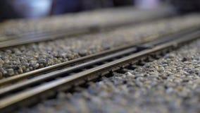 Ferrocarril modelo de la escala de los trenes almacen de metraje de vídeo