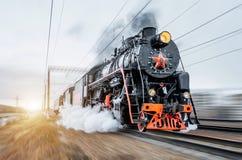 Ferrocarril negro de la precipitación del tren de la locomotora de vapor del vintage Imagen de archivo libre de regalías