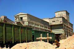 Ferrocarril para cargar de los minerales del mineral Imágenes de archivo libres de regalías