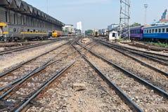 Ferrocarril para los trenes locales tomados de vista delantera Imagen de archivo libre de regalías