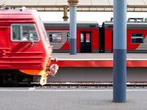 Ferrocarril. Salida del tren. Fotos de archivo libres de regalías