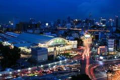 Ferrocarril Tailandia de Bangkok de la estación de Hua Lamphong del horizonte de la ciudad de Bangkok Imágenes de archivo libres de regalías