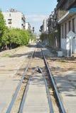 Ferrocarril a través de la ciudad foto de archivo libre de regalías