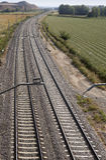 Ferrocarriles y lado del país Imágenes de archivo libres de regalías