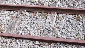 Ferrocarril viejo con las piedras metrajes