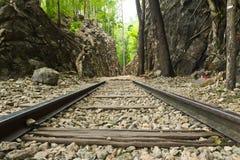Ferrocarril viejo en el paso Birmania-Tailandia del hellfire Fotos de archivo libres de regalías