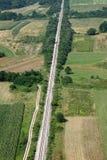 Ferrocarril y campo verde Fotos de archivo