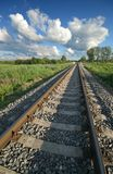 Ferrocarril y nubes fotos de archivo