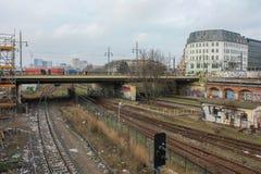 Ferrocarriles de la ciudad de Berlín por completo de la basura fotos de archivo libres de regalías
