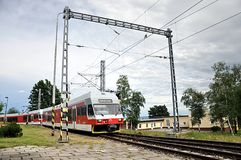 Ferrocarriles de la montaña en día Fotografía de archivo