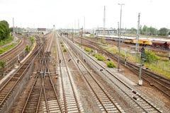 Ferrocarriles del ferrocarril alemán en la ciudad de Berlín imagenes de archivo