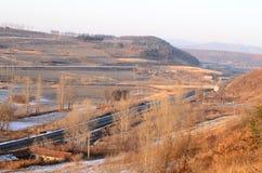 Ferrocarriles a través de las montañas Imagen de archivo libre de regalías