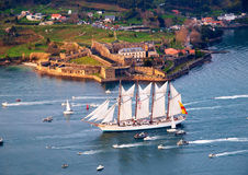 FERROL, ΙΣΠΑΝΙΑ - ΣΤΙΣ 16 ΦΕΒΡΟΥΑΡΊΟΥ: Ισπανικό ψηλό σκάφος Juan Sebastian Elcano Στοκ εικόνες με δικαίωμα ελεύθερης χρήσης