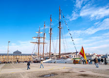 FERROL, ESPAÑA - 16 DE FEBRERO: Marina de guerra española Juan Sebastian de Elcano Imagen de archivo