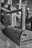 Ferros antigos do vintage para passar da roupa imagem de stock royalty free