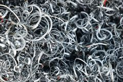Ferroso de los metales raspados, virutas del metal en el taller foto de archivo libre de regalías