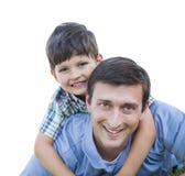 Ferroutage heureux de père et de fils d'isolement sur le blanc Photos stock