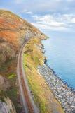Ferrovia accanto alla costa Immagine Stock